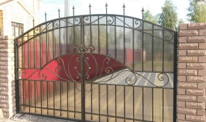 Кованые ворота с поликарбонатом 50